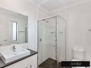 ensuite-Gold Key Realty-4_222_Franklin_Street_Annerley QLD4103