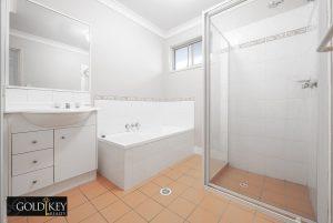bathroom _56 Shelduck Place Calamvale QLD 4116 Gold Key Realty_Kassandra Duvall