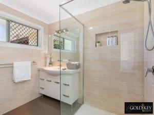 Bathroom_Main_48_Dirkala_Street_Mansfield_4122_Gold_Key_Realty_Kassandra_Duvall